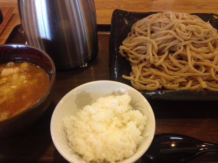 つけ麺「極」と無料の半ライス(ポットは割りスープ)
