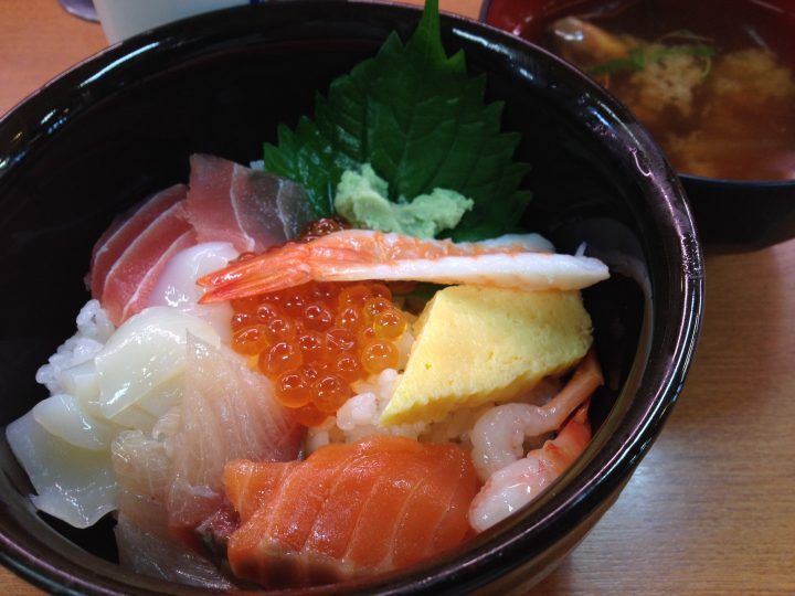 うお座巻店・平日昼の海鮮丼