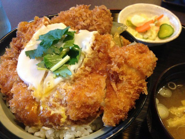 製麺屋食堂阿賀野店の「特製厚切りロースカツ丼」
