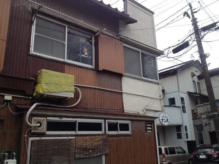 お隣の建物