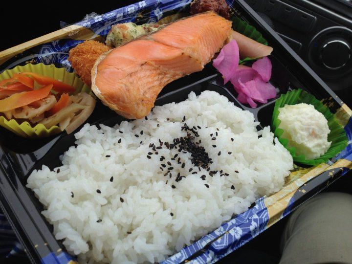 チャレンジャーの鮭弁当