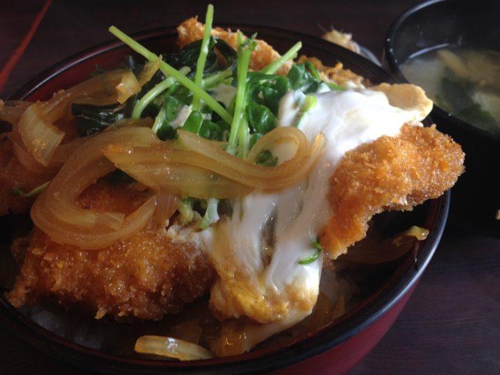西華苑のかつ丼(大盛り)のアップ