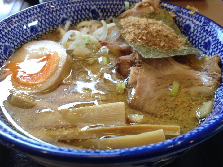 麺屋ばやし燕三条店のつけ麺爆盛り・つけ汁のアップ