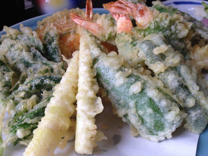 由屋の天ぷら(海老、山菜、カボチャなど)