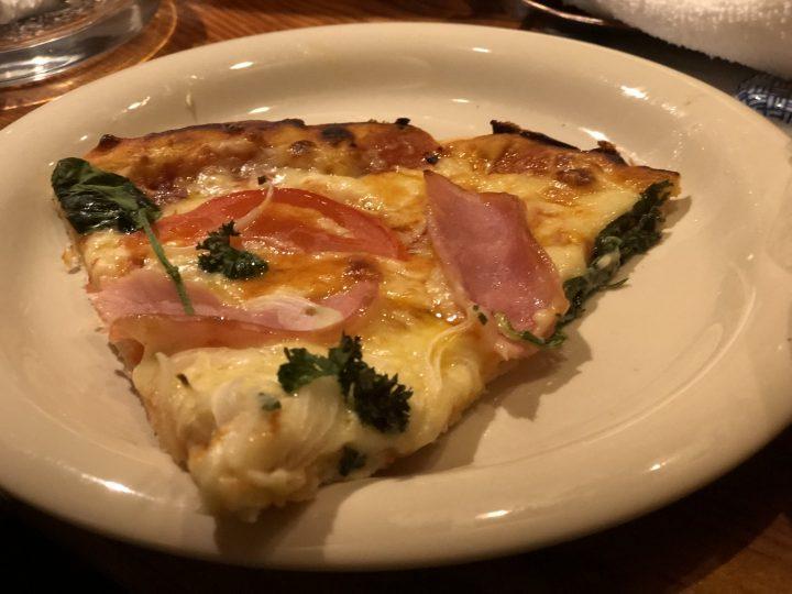 割烹かのや・ビッタゴカフェのピザ(取り分け後)