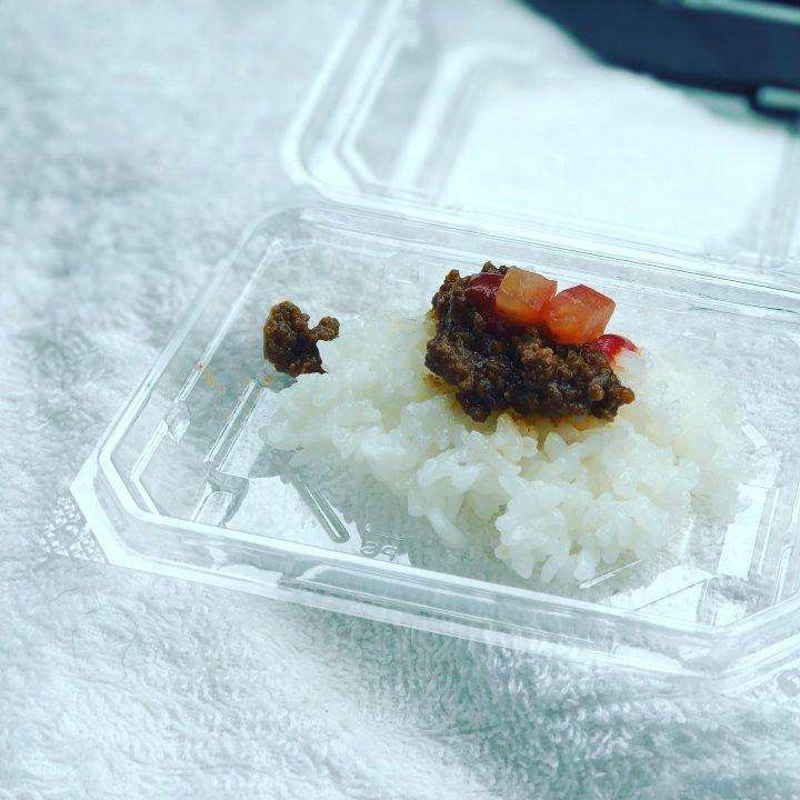オリオンカレー東三条店の試食用タコスライス