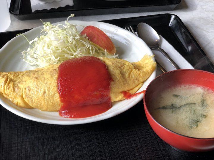 つくつく食堂のオムライス(味噌汁付き)