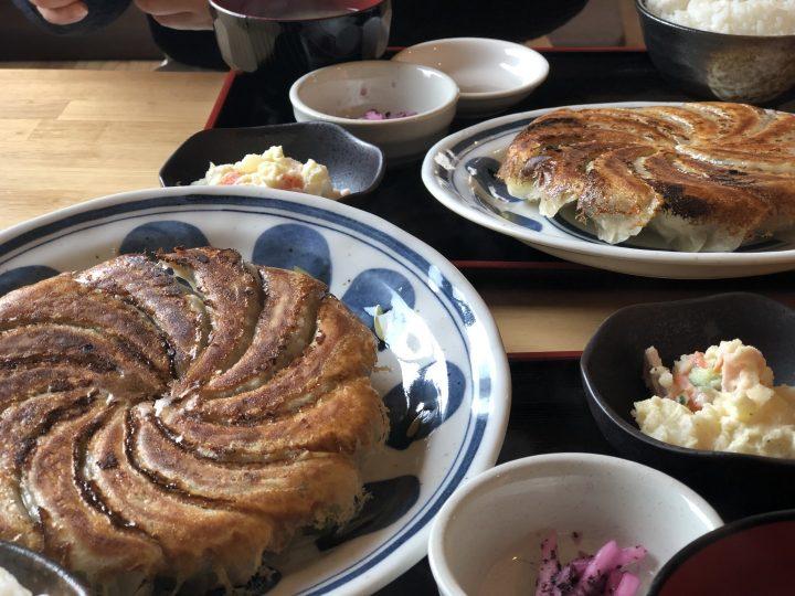 はじめ食堂の手作り餃子定食(12個)・別アングル