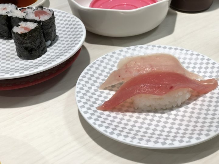 魚べい三条店のまぐろとびん長まぐろの握り合い盛り