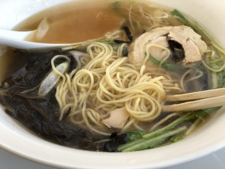 麺屋泰紋の鶏節らーめん(醤油)・麺は細麺