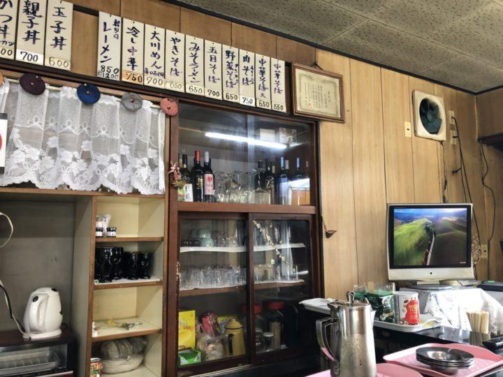 大川食堂の店内・カウンター向かって右側