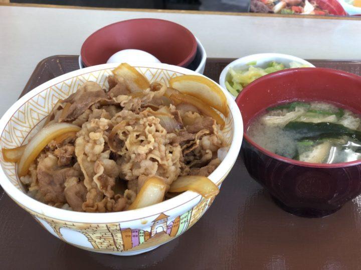 すき家の牛丼3点セット(みそ汁・おしんこ・たまご)