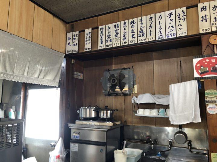 大川食堂の店内・カウンター向かって左側