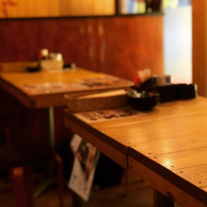 大衆酒場五郎神田西口店のテーブル席