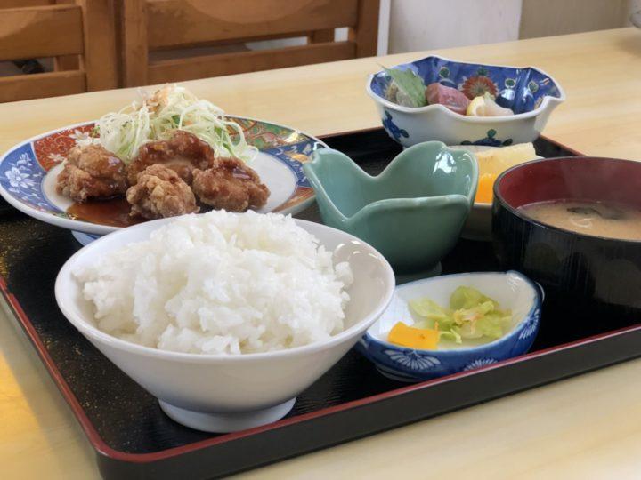 ひゃくてん燕店の日替り定食(からあげ&刺身)