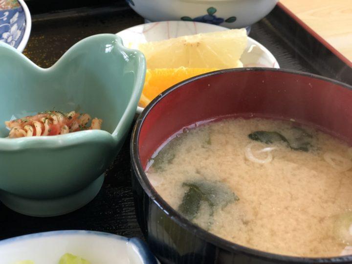 ひゃくてん燕店の日替り定食(味噌汁、漬物、小鉢)
