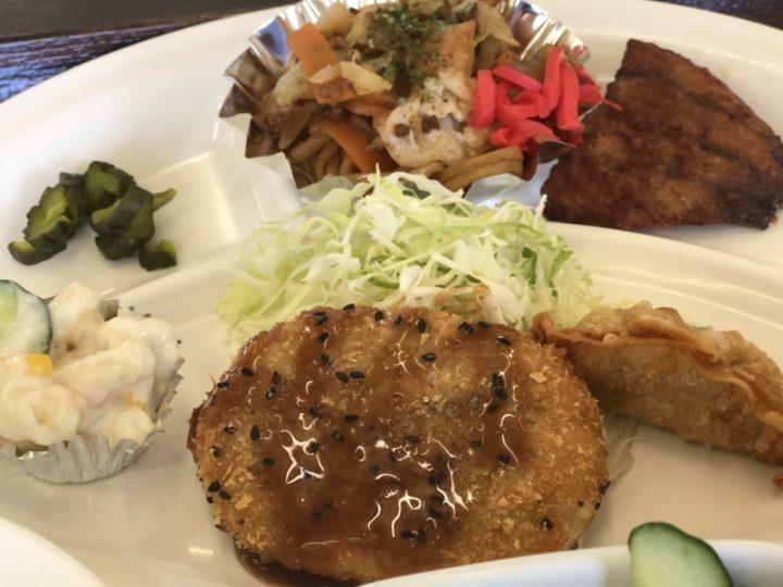 ハイランク食堂の日替り定食・おかずの皿