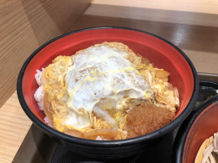 富士そば上野店のかつ丼セット・カツ丼のアップ