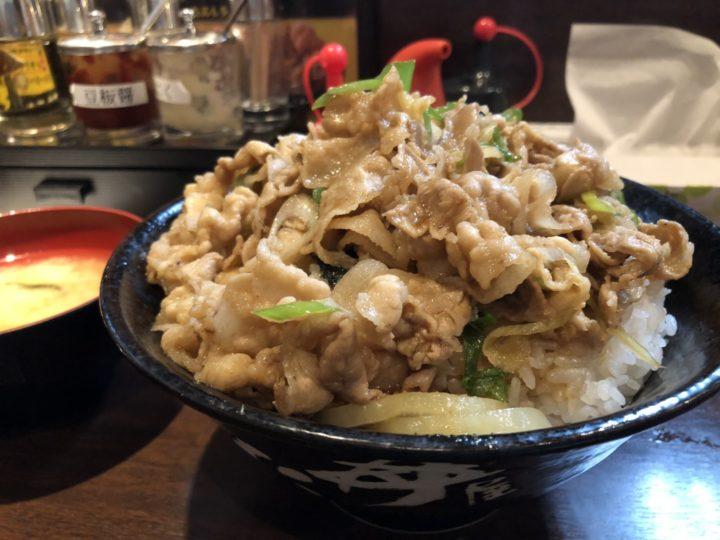 伝説のすた丼屋新潟駅南店のすた丼・無料肉増しプラス飯増しのアップ