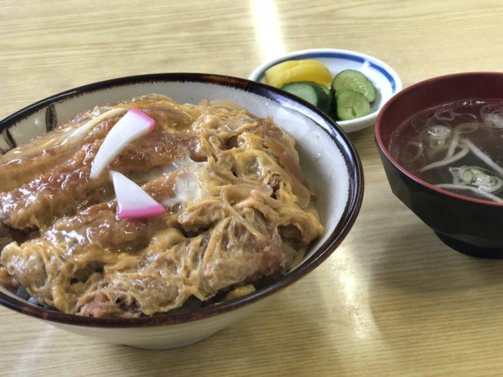 菊水食堂のカツ丼(スープ、お新香付き)