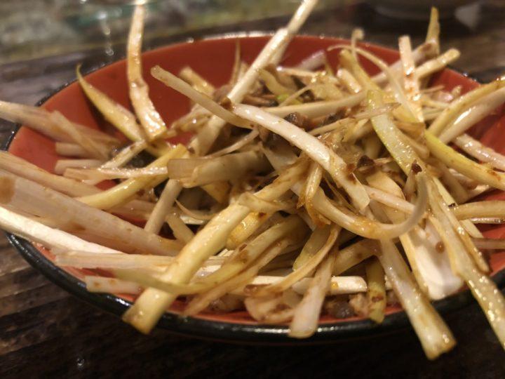 侍ラーメンのネギ皿(くずチャーシュー入り)