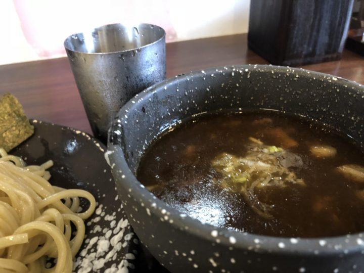 麺や真登の濃厚つけ麺・つけ汁のアップ