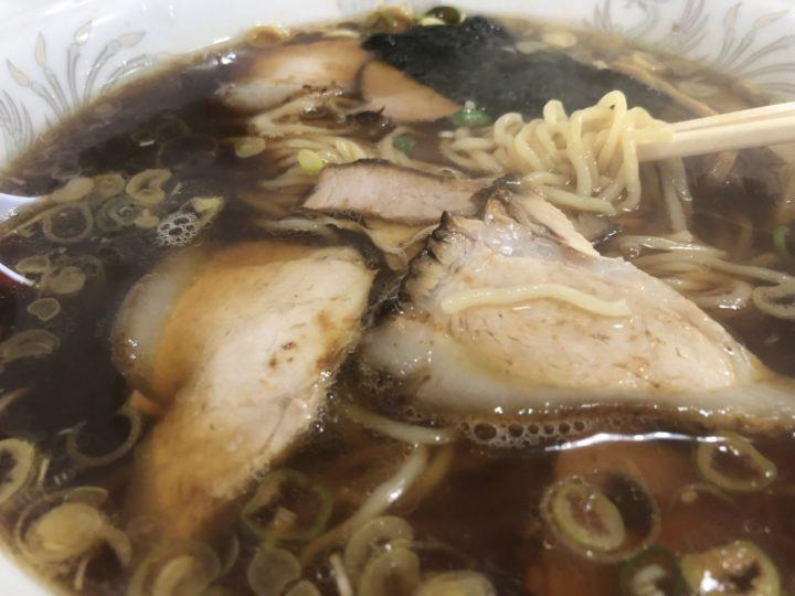 中華のごん助のラーメン・麺のアップ