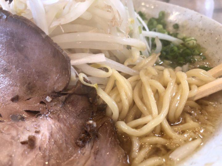 たまる屋亀貝店のたまるラーメン・麺のアップ